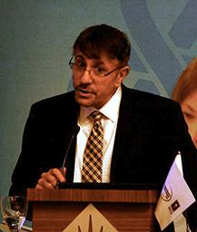 perry-halkitis-at-podium